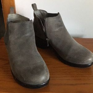 Algeria Gray ankle boots